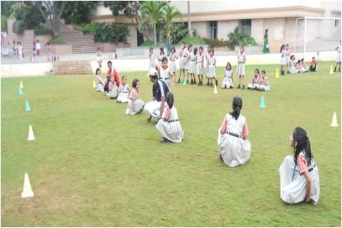 Kho Kho Game Rules http://oisnewton.blogspot.com/2012/11/integrated-inquiry-by-grade-ii-students.html