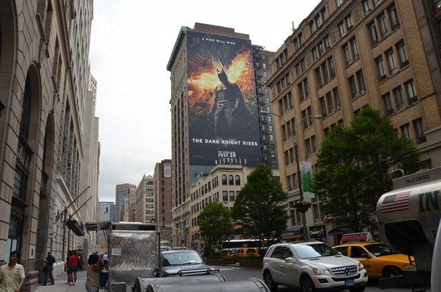lukisan mural batman dark knight rises bangunan 150 kaki