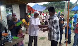 PENGHULU GEMENCHEH menyampaikan Hadiah kepada Pemenang Pertandingan Mei 2012