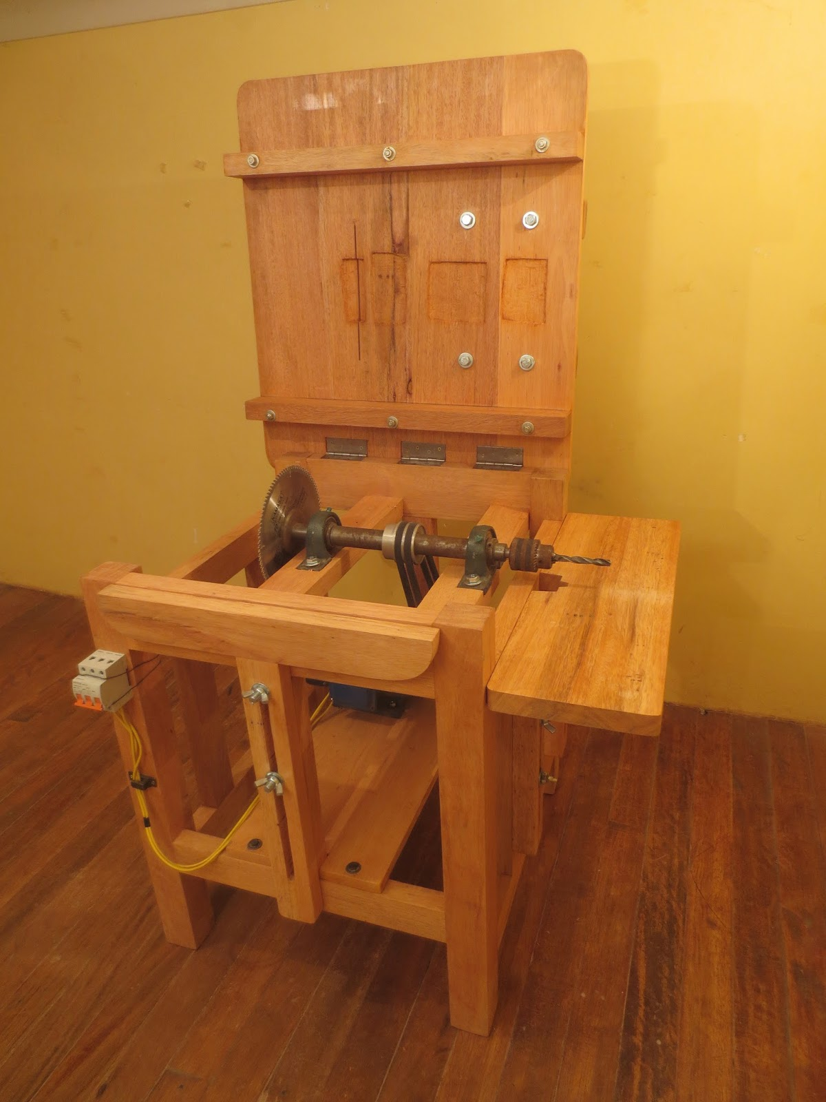 Decoraciones manualidades en madera como hacer una sierra for Manualidades de muebles
