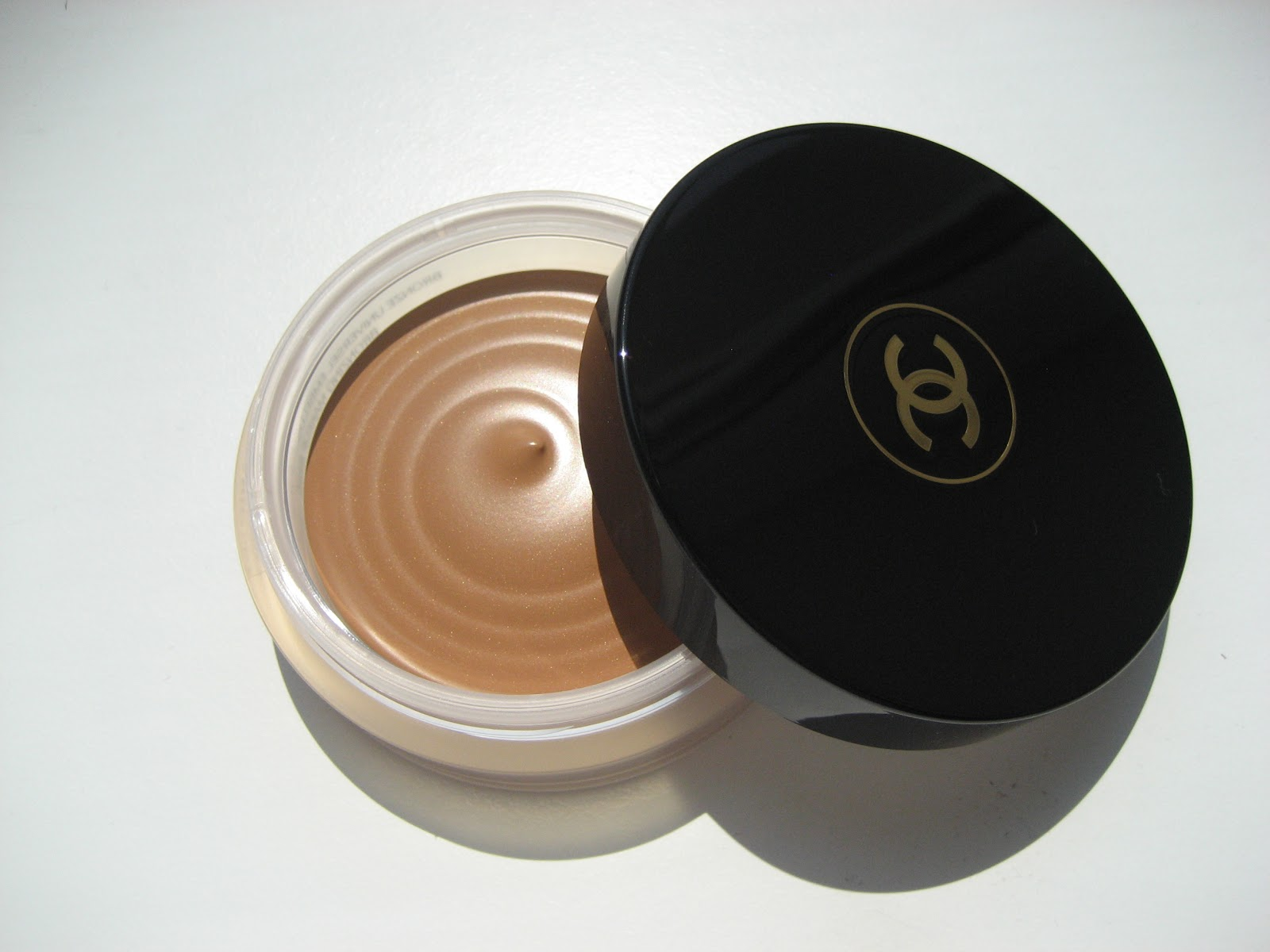 delicate hummingbird chanel soleil tan de chanel bronzing makeup base. Black Bedroom Furniture Sets. Home Design Ideas