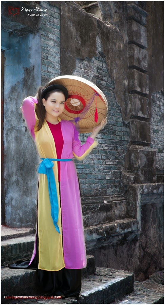 Thiếu nữ Huế xinh đẹp với áo tứ thân 12