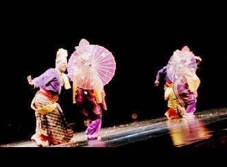 pertunjukan tari payung