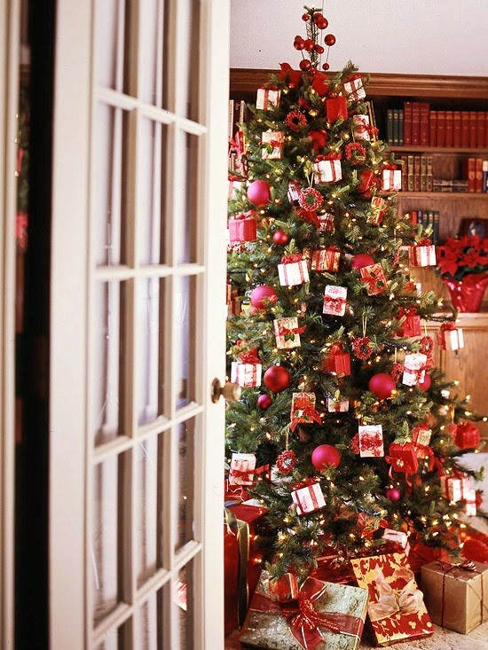decoracao arvore de natal vermelha:Nem só de vermelho vive o Natal!!! Árvores pra se inspirar