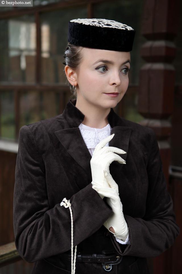 женская шляпка-таблетка