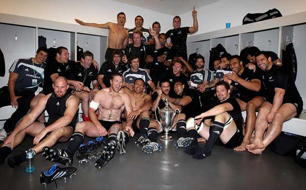 Ativistas LGBT têm pedido para que jogadores do All Blacks, atuais campeões do mundo da modalidade, para saírem do armário (Foto: Getty Images)