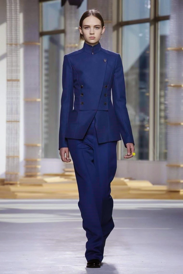 Hugo Boss AW15, Hugo Boss FW15, Hugo Boss Fall Winter 2015, Hugo Boss Autumn Winter 2015, Hugo Boss, du dessin aux podiums, dudessinauxpodiums, Edie Campbell, Julia Nobis, Anna Ewers, Hugo Boss womenswear, jason wu, jason wu hugo boss, hugo boss femme, boss femme, boss women, hugo boss woman, hugo boss usa, boss woman, hugo boss women, vetements femmes, fashion tops, womens fashions, vetement tendance, fashion dresses, ladies clothes, robes de soiree, robe bustier, robe sexy, sexy dress