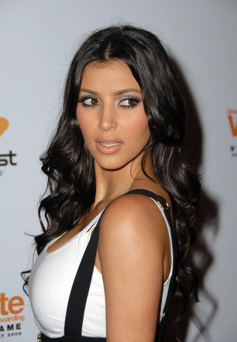 Kim Kardashian Curly Hair 01