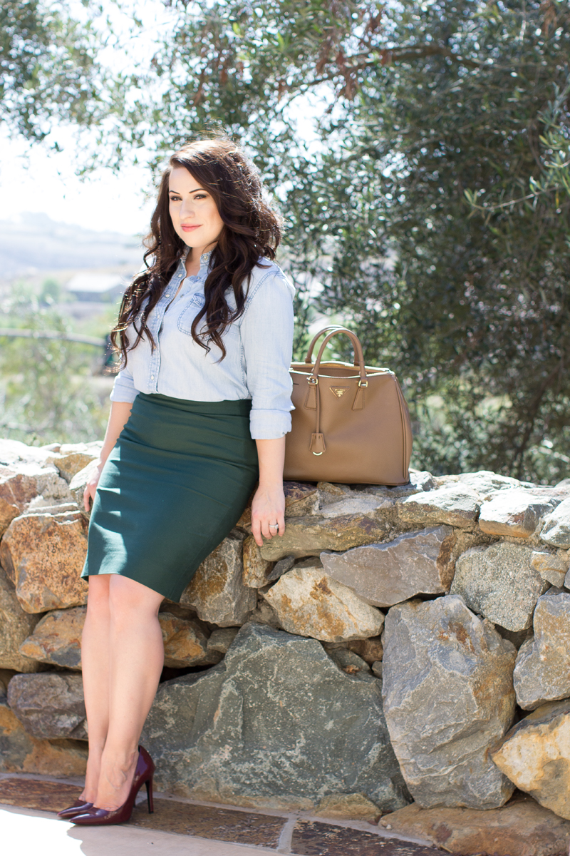 burgundy and green outfit ideas