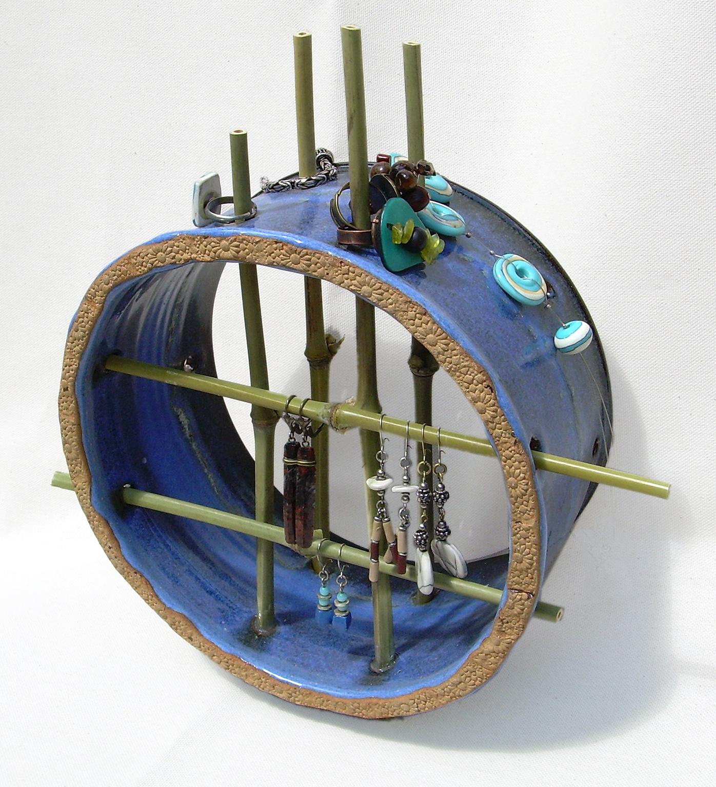 c ramique d 39 art au mas d 39 azil accroche bijoux poser avec des bambous. Black Bedroom Furniture Sets. Home Design Ideas