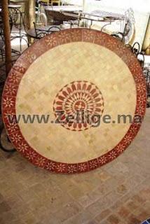 des tables en zellige marocain ronde couleur rouge et beige tables en zellige marocain. Black Bedroom Furniture Sets. Home Design Ideas