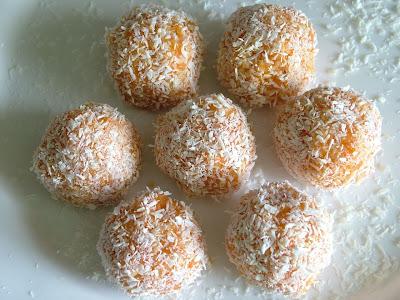 Kulki kokosowo-marchewkowe