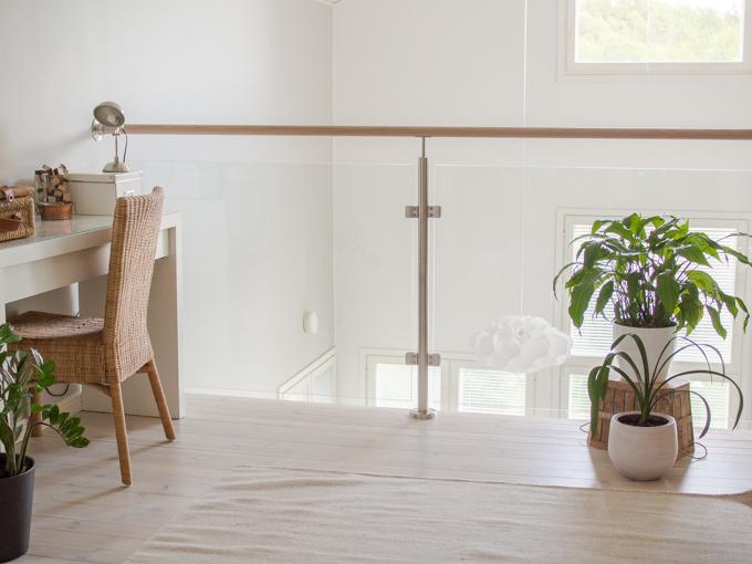 aula lasikaide tamminen käsijohde aulan sisustus yläkerta. Korkea tila sisustus, lasi liski raisio