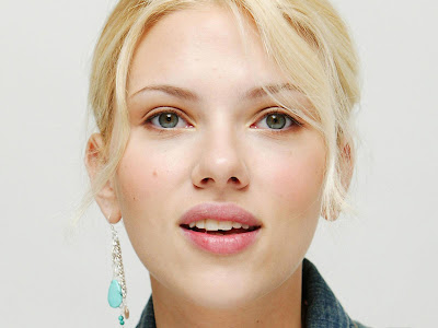 Scarlett Johansson-Beautiful lips Wallpaper