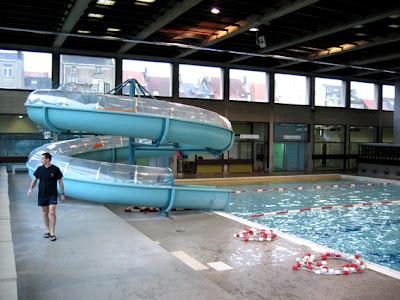 B timent brique piscine ouverte bruxelles for Piscine ouverte