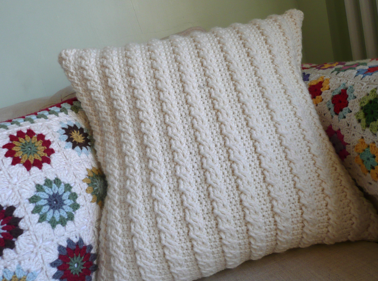 Beginner Crochet Pillow Patterns : FREE CROCHET FOOTWARMER PILLOW PATTERN Crochet Tutorials