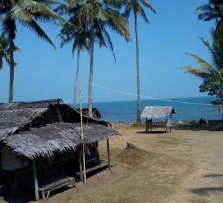 Wisata Pantai Karang Bolong