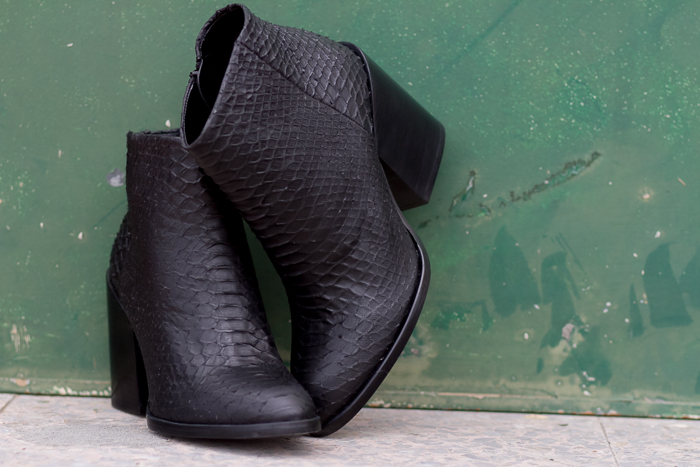 Rebajas de Zara Botin con piel grabado serpiente pitón negros