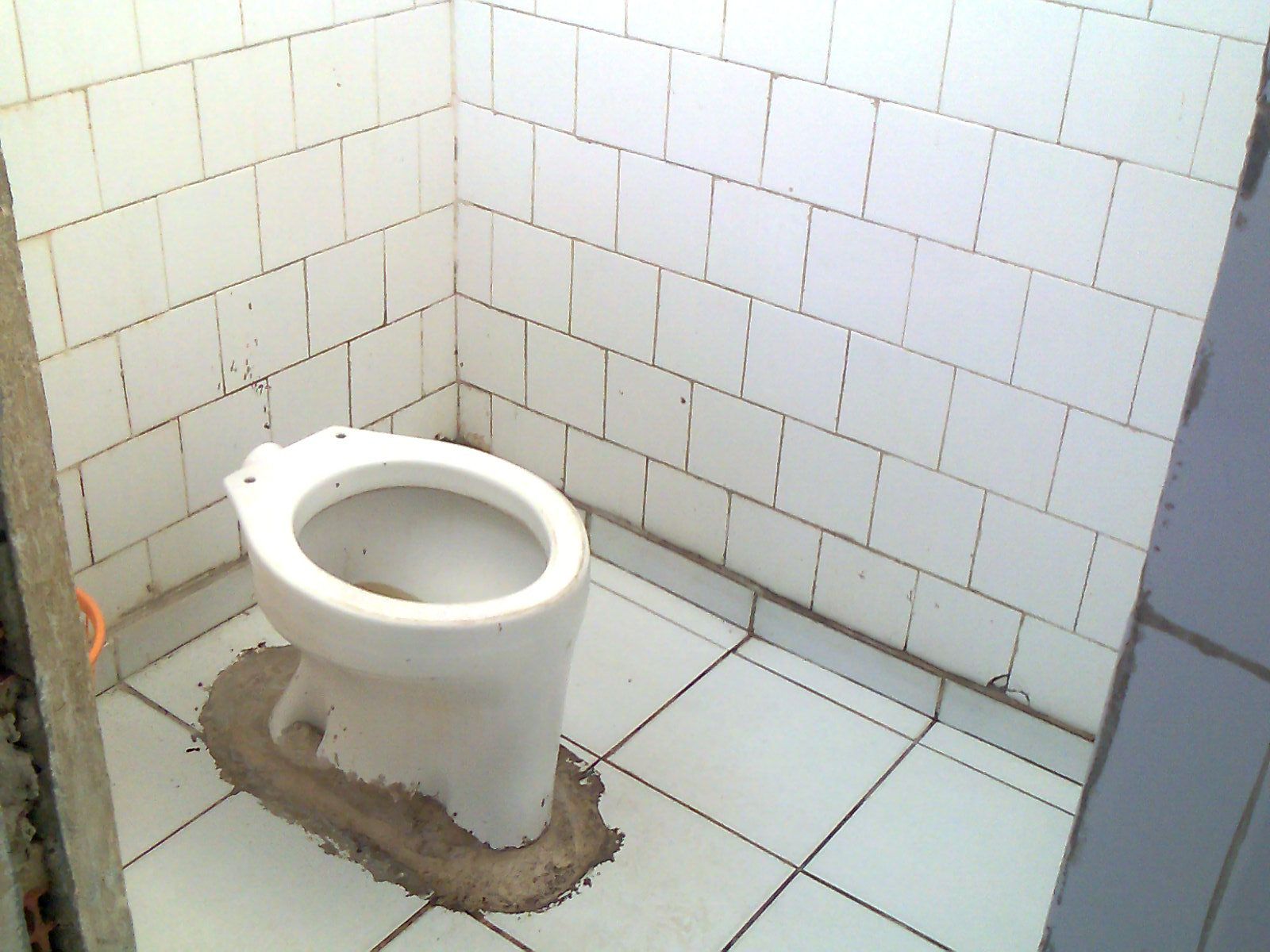 vaso sanitário do banheiro do terminal sem descarga banheiro do  #6D614D 1600 1200