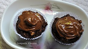 Whole wheat-oats-banana-chocolate-walnuts-olive oil muffins topped with Nutella...aah.. that brown muffin...