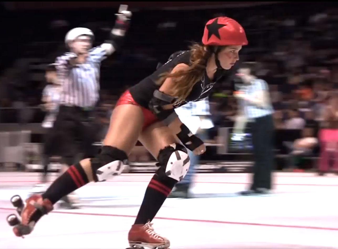 Chica patinadora de Roller Derby muy sexy
