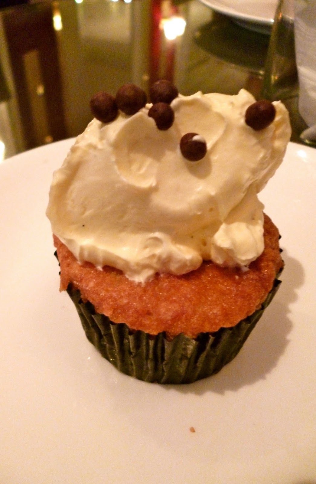 Good Food is Happiness: High Society - Artsy Cupcakes