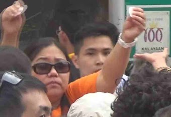 """Was the Eucharist """"Desecrated"""" At a Papal Mass in the Philippines?"""