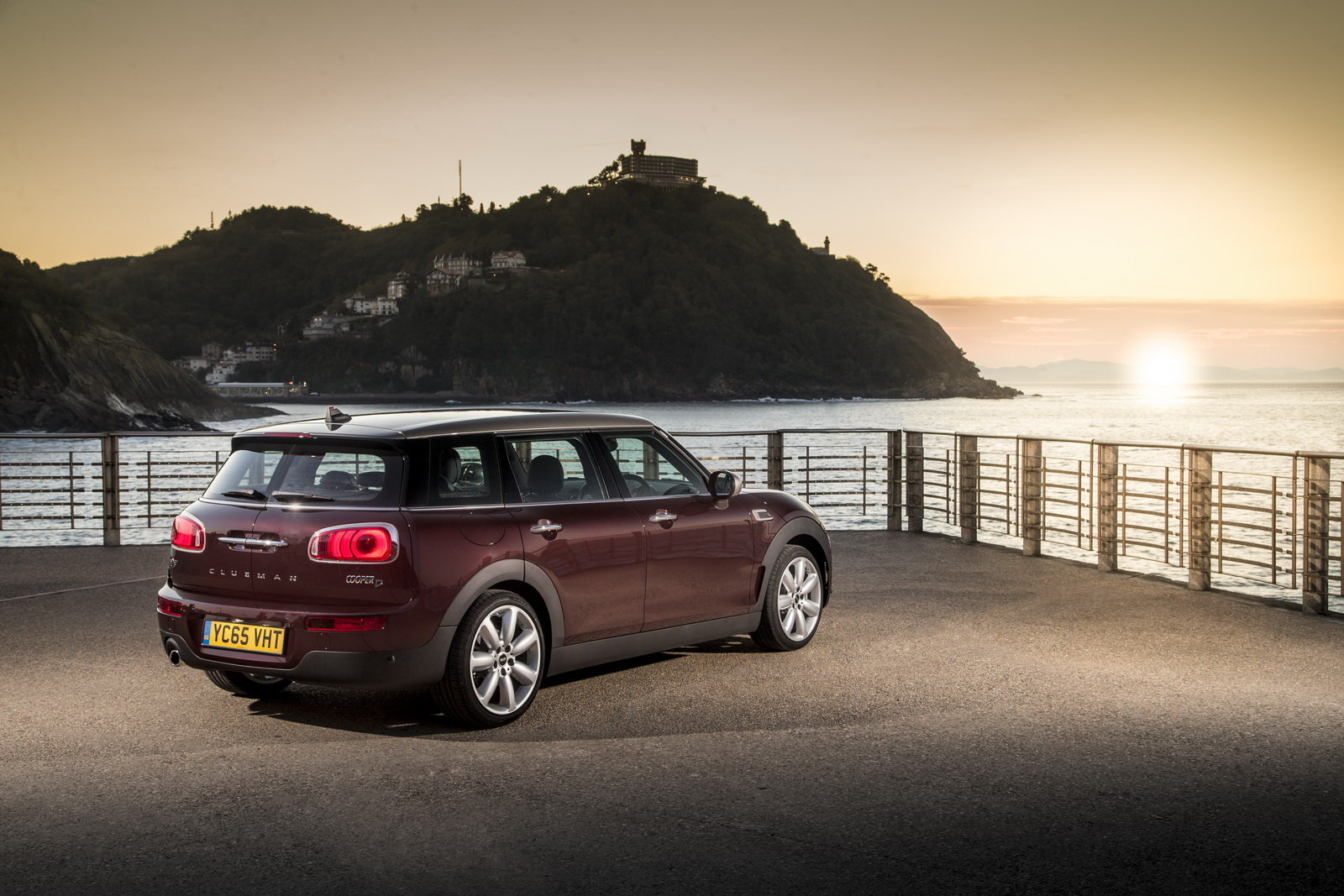 new mini clubman arrives in the uk priced from 19 995. Black Bedroom Furniture Sets. Home Design Ideas