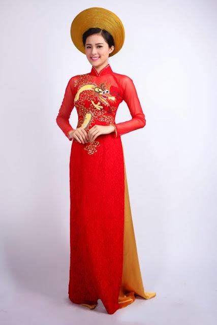 cô dâu trông dịu dàng hơn với áo dài cưới truyền thống