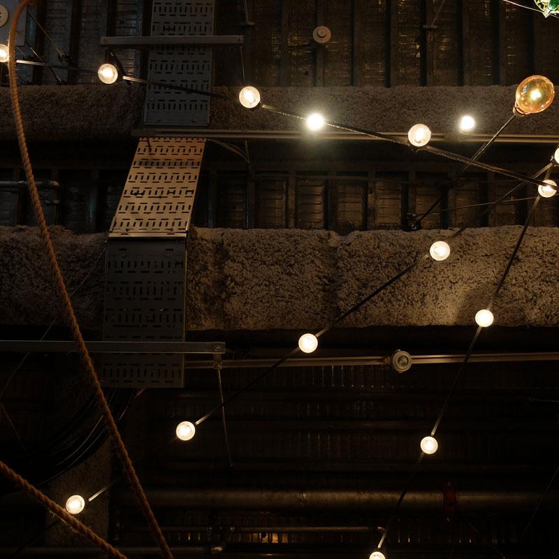 渋谷のカフェの天井の写真