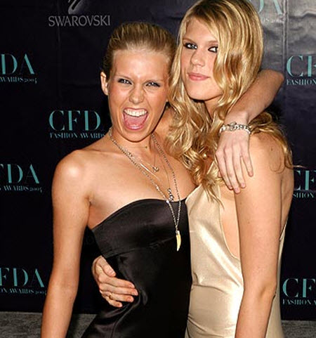 Alexandra y Theodora Richards