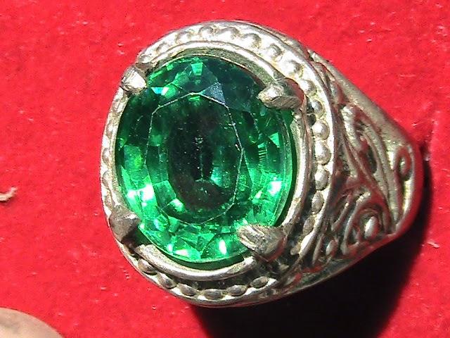 Batu permata hijau
