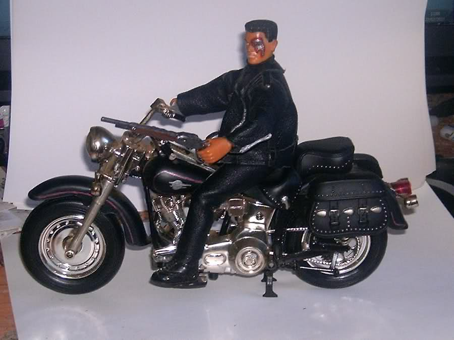 Cronicas de Ghost: Pequeñas miniaturas de motos custom a escala.