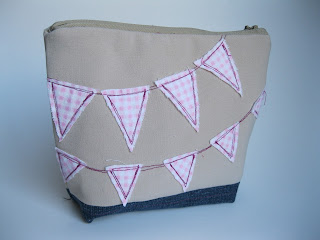 zippered pouch with bunting tutorial