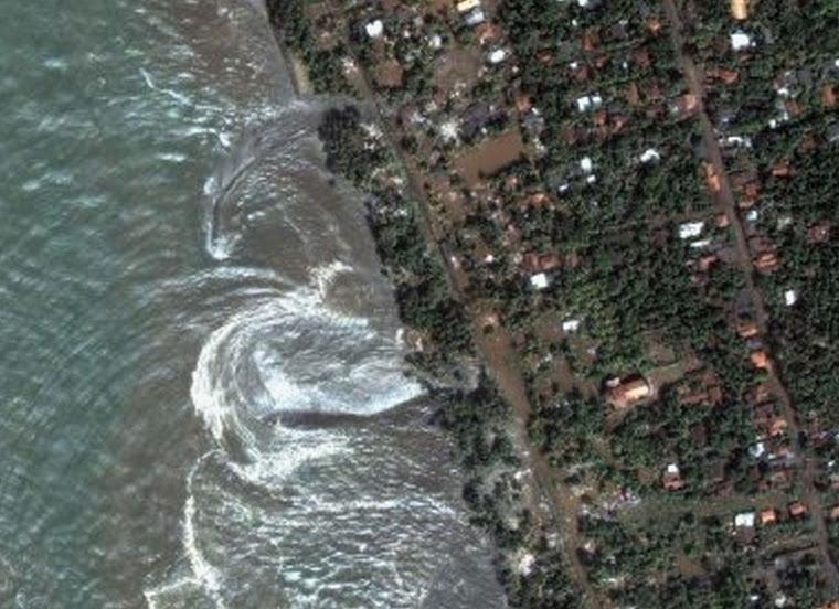Этот фотоснимок из космоса выявил прямое участие Дракона в создании цунами.