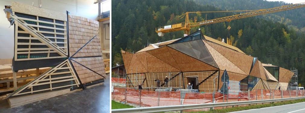los pliegues de fachada se extienden al interior hacia una zona de situada en planta baja donde se ofrece la oportunidad de ver la madera