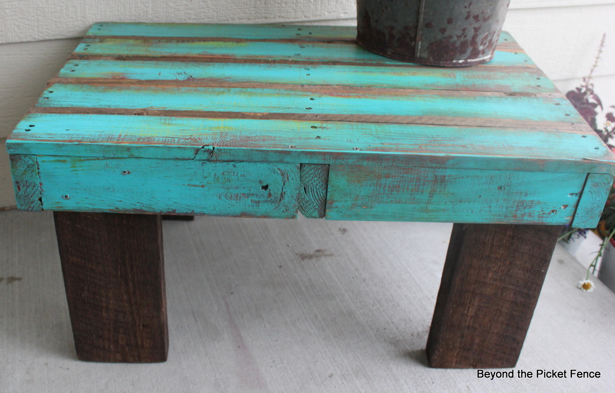 Beyond the picket fence coffee pallet for Coffee table made out of pallet wood