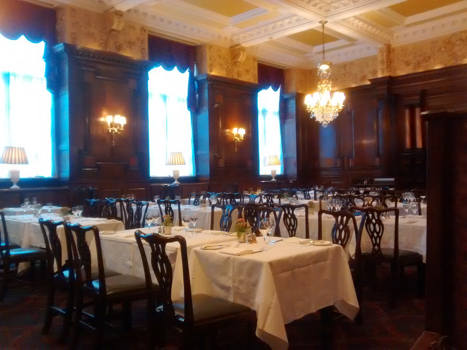 Tired of london tired of life eat breakfast at simpson 39 s for Divan restaurant