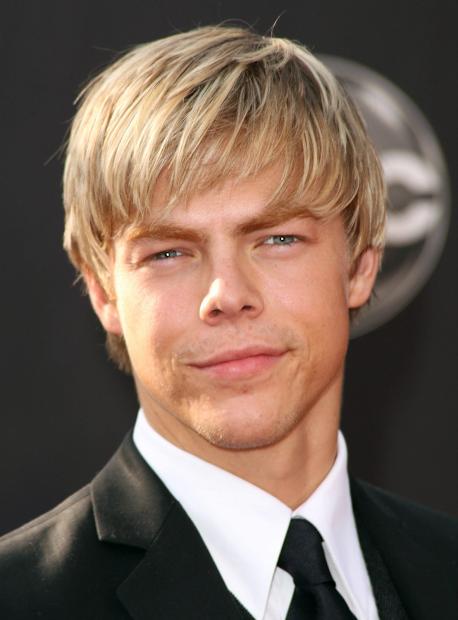 short bob hairstyles blonde highlights