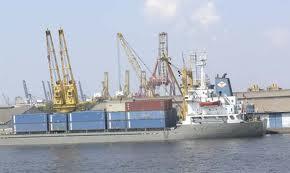 Indonesia terletak pada posisi silang lalu lintas perdagangan dunia sehingga terlibat dalam aktivitas perdagangan dunia.
