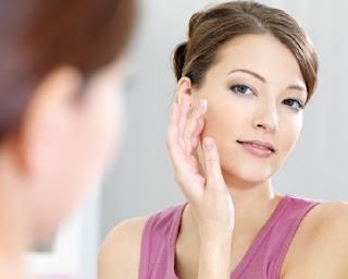 Atasi Wajah Berminyak Setelah Pakai Make-up dengan Cara Ini