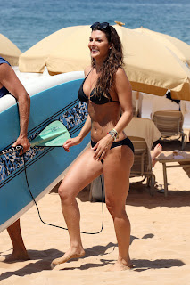 Ali Landry shows off her body curves in a black Bikini