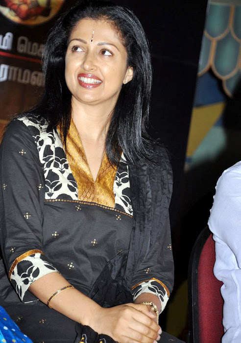 gauthami+cute+smile+old+actress