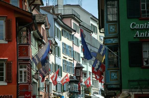 Fahne Schweiz Zürich Augustinergasse Flagge Kreuz