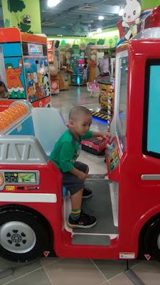 Beli dump truck lil' Iman  @ Toys R' Us