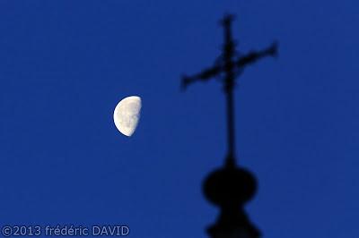 silhouettes lune nuit ciel château Blandy-les-Tours Seine-et-Marne