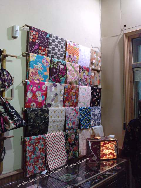 lo que nos interesa aquí, telas japonesas, tanto a metros como en