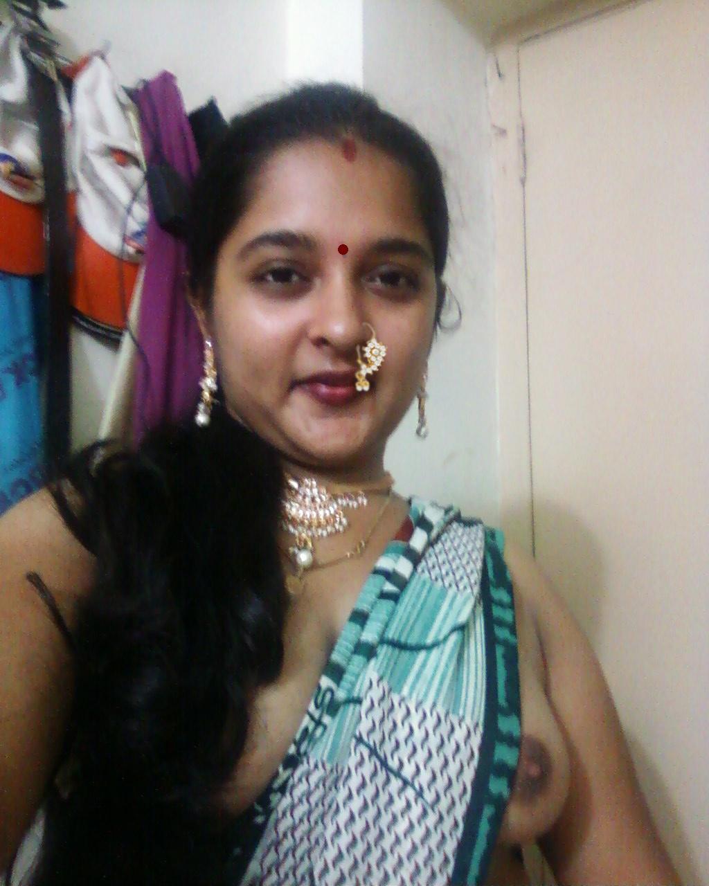 sexy desi aunty poornima showing big boobs n choot pics