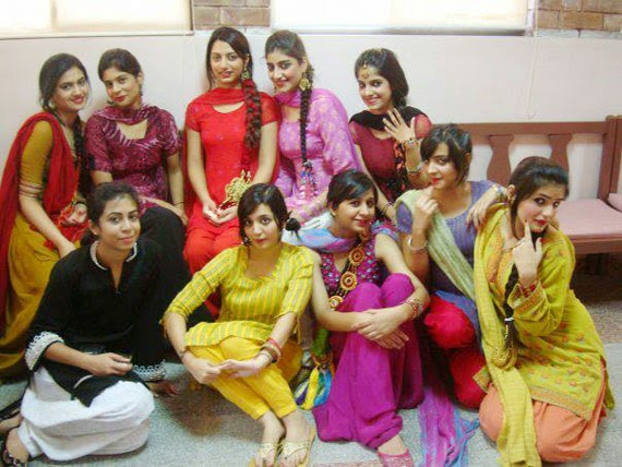 Sexy Desi College Girls Gallery