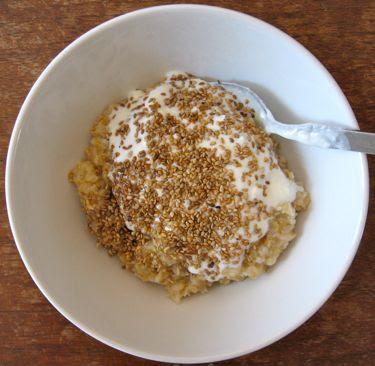 oatmeal with yogurt and toastes sesame seeds